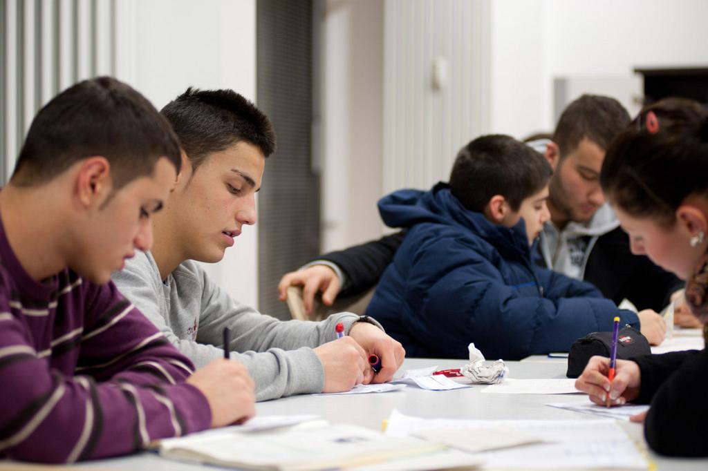 Jugendliche lernen gemeinsam