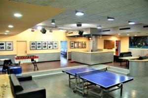 Gruppenraum und Tischtennisplatte
